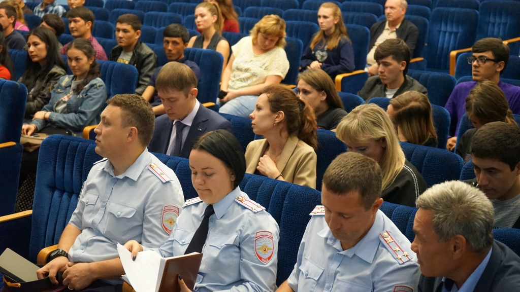 Meeting of foreign students with representatives of the Federal Migration Service of the Russian Federation in the Saratov region. Фото 4